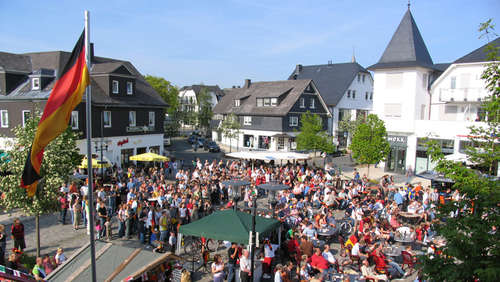Public Viewing als Riesenparty