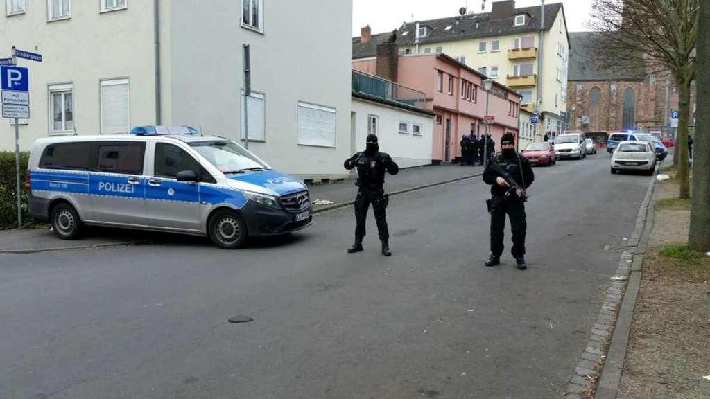 Zum wiederholten Male war die Al-Madina Moschee in der Schäfergasse in Kassel Ziel einer großen Polizeiaktion.