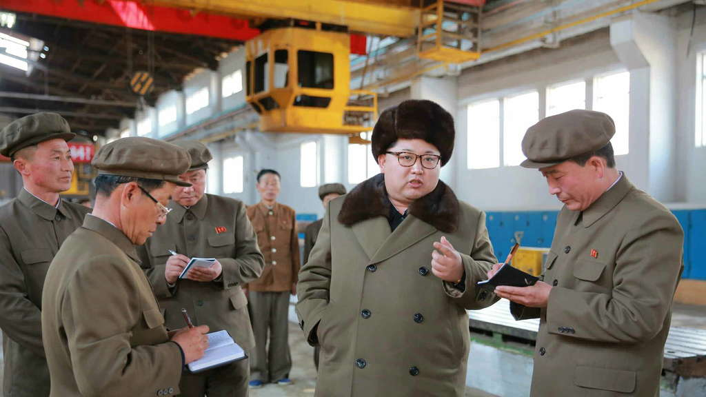 North Korea leader visits machine complex