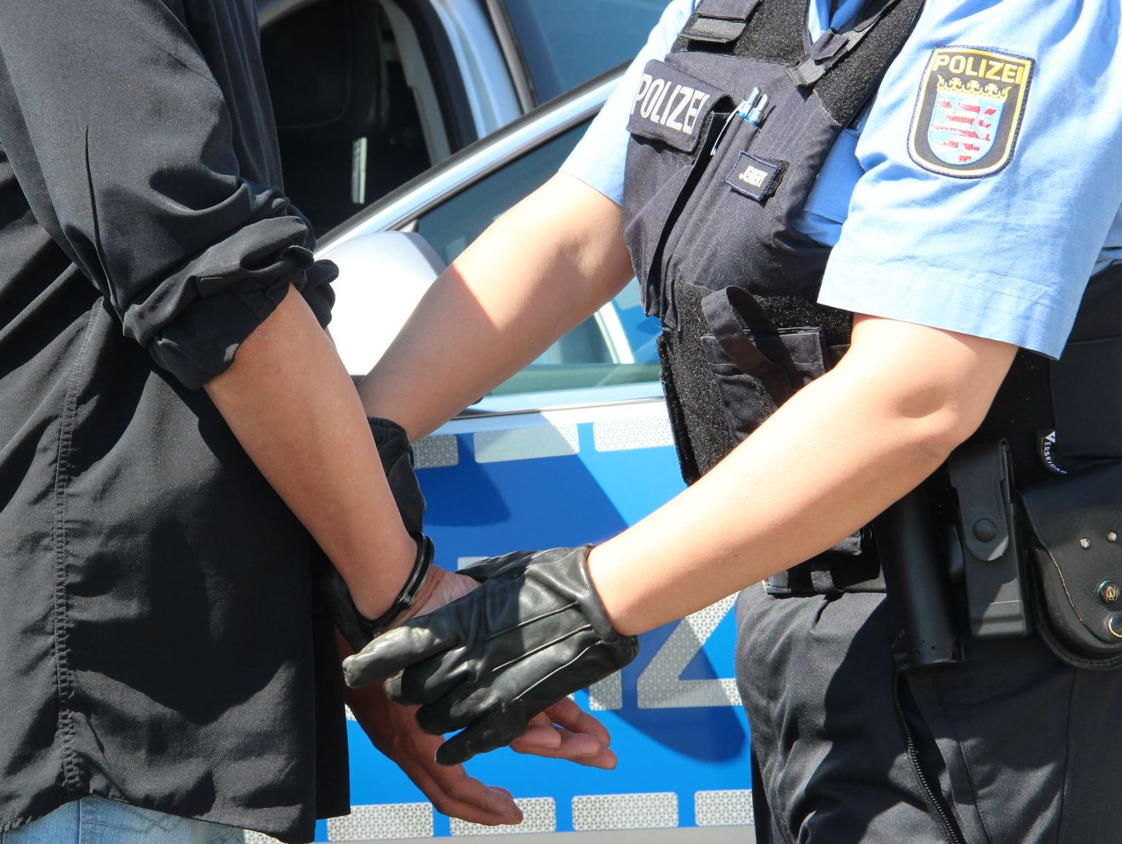 Mit Messern bewaffnet: 35-Jähriger hält in Langenbieber Polizei in Atem