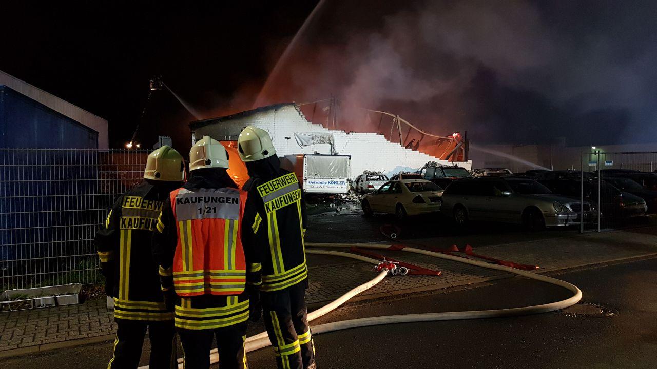 Feuer in Niestetal-Sandershausen: Flüchtlingsunterkunft in Vollbrand ...