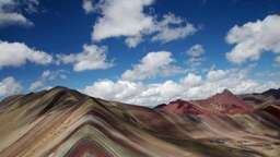 Berg in Regenbogenoptik: Zu Gast am Rainbow Mountain in Peru