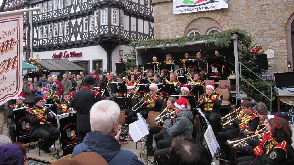 Alsfeld Weihnachtsmarkt.Abschlusskonzert Am Weihnachtsmarkt Mit Show Und Brass Band Alsfeld