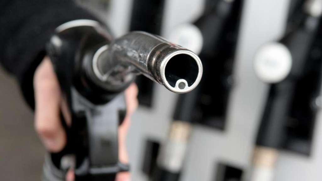 Der Preis des Benzins in die Bauarbeiter