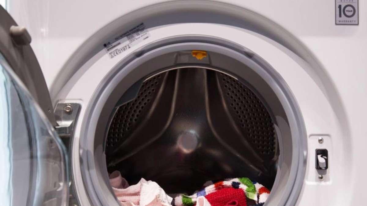 so verhindert man wei e waschmittel flecken wohnen. Black Bedroom Furniture Sets. Home Design Ideas