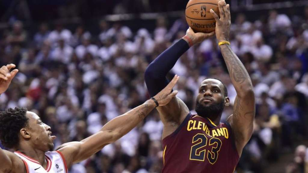 Führte die Cleveland Cavaliers zum Sieg: LeBron James (r). Foto: Frank Gunn/The Canadian Press/AP
