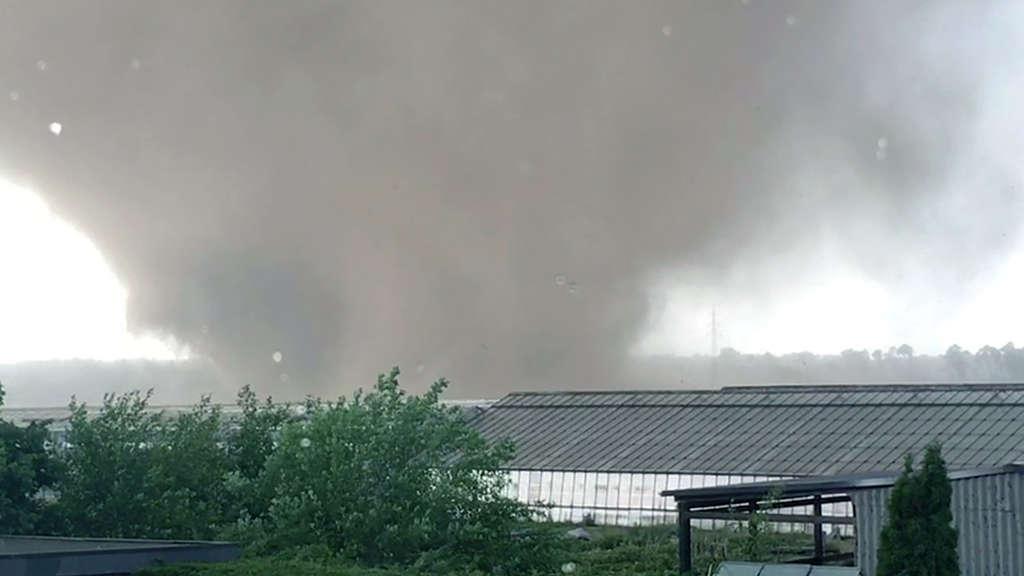 1518855238-tornado-wirbelsturm-niederrhein-viersen-60BuOIKma7.jpg