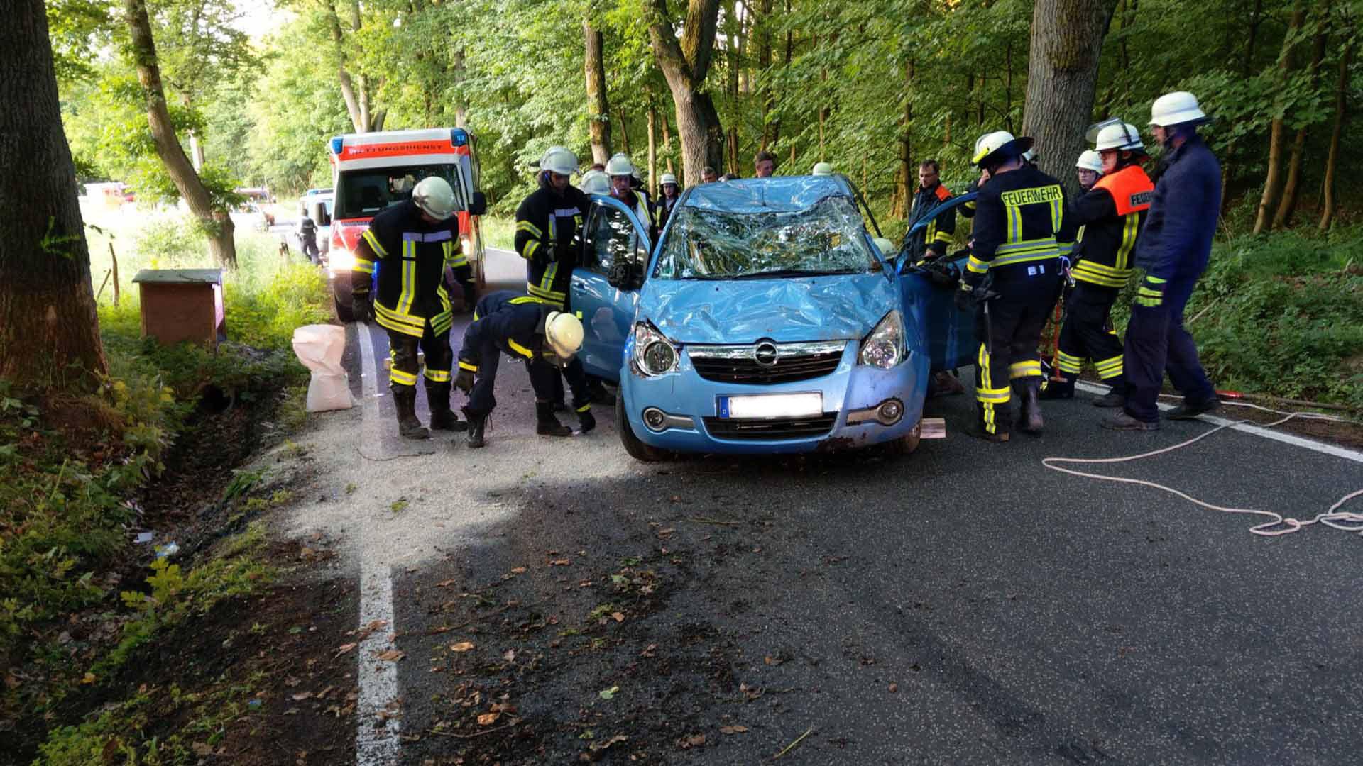 PKW überschlägt sich auf der Landstraße zwischen zwischen Weißenborn ...