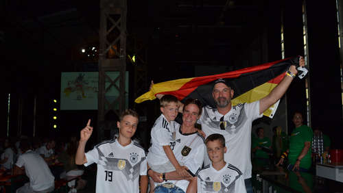 Public Viewing in der Schilde-Halle - Teil 2