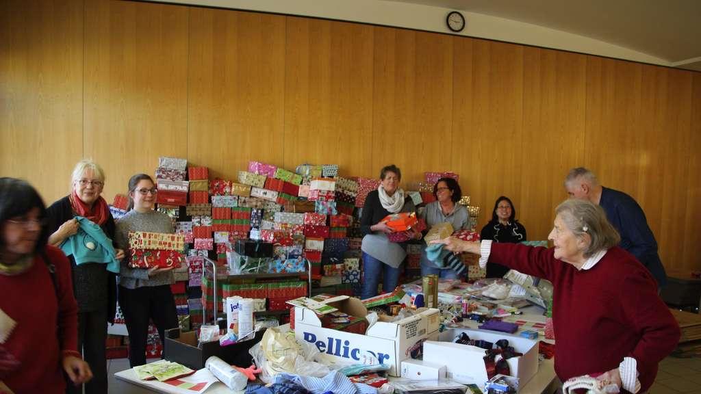 Weihnachten Im Schuhkarton Org.Hunderte Päckchen Weihnachten Im Schuhkarton Auf Reise Vorbereitet