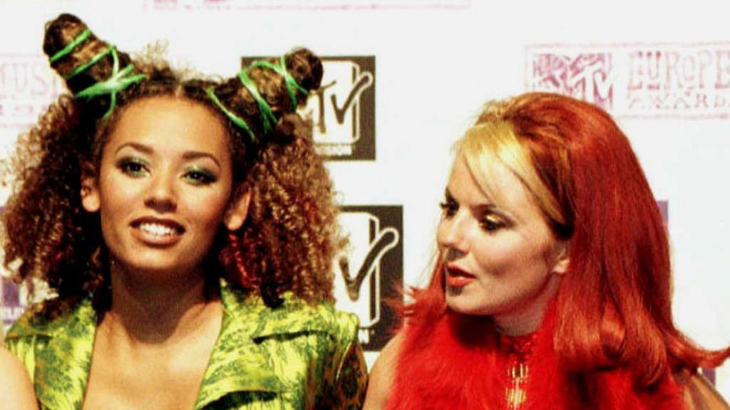 "Mel B (links) 1997 mit Geri Halliwell bei den ""MTV Europe Music Awards""."