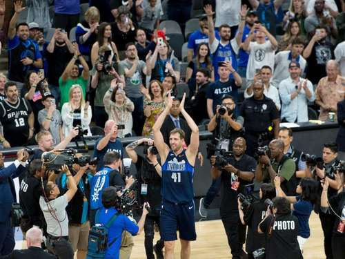 "Emotionaler Abschied für Nowitzki: ""Thank you, Dirk"""