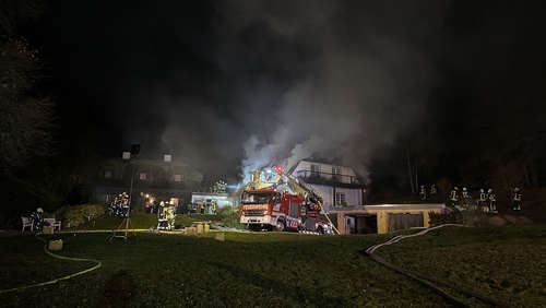 Reetdachhaus in Nentershausen-Süß in Brand